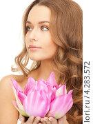 Купить «Привлекательная молодая женщина с розовым нежным цветком сакуры в руках», фото № 4283572, снято 10 октября 2010 г. (c) Syda Productions / Фотобанк Лори