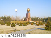 Купить «Монумент Независимости и гуманизма», фото № 4284848, снято 18 июля 2000 г. (c) Parmenov Pavel / Фотобанк Лори