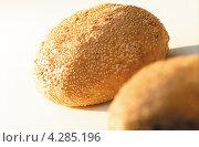 Купить «Хлеб с посыпанными семечками», фото № 4285196, снято 26 марта 2019 г. (c) Food And Drink Photos / Фотобанк Лори