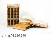 Несколько книг на светлом фоне. Стоковое фото, фотограф CHERKAUSKAS VIKTOR / Фотобанк Лори