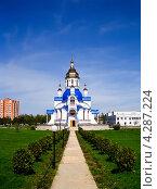 Южный проход к церкви Святой мученицы Валентины, Сумы, Украина. Стоковое фото, фотограф kraser / Фотобанк Лори