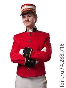 Портрет консьержа в красном жакете на белом фоне. Стоковое фото, фотограф Vycheslav Leskovskiy / Фотобанк Лори