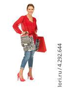 Купить «Счастливая покупательница в красной блузке с пакетами в руках», фото № 4292644, снято 12 марта 2011 г. (c) Syda Productions / Фотобанк Лори