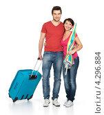 Счастливая пара с чемоданом собирается путешествовать. Стоковое фото, фотограф Валуа Виталий / Фотобанк Лори