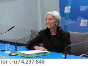 Купить «Кристин Лагард (Christine Madeleine Odette Lagarde) - директор-распорядитель Международного валютного фонда (МВФ) на пресс-конференции посвященной предстоящему саммиту G20», фото № 4297848, снято 16 февраля 2013 г. (c) Игорь Долгов / Фотобанк Лори