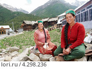 Купить «Этнические индийские женщины из сельской местности», фото № 4298236, снято 28 июня 2012 г. (c) Дмитрий Калиновский / Фотобанк Лори