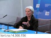 Купить «Кристин Лагард (Christine Madeleine Odette Lagarde) - директор-распорядитель Международного валютного фонда (МВФ) на пресс-конференции посвященной предстоящему саммиту G20», фото № 4300156, снято 16 февраля 2013 г. (c) Игорь Долгов / Фотобанк Лори