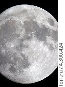 Купить «Луна крупным планом на черном ночном небе, сфотографированная через телескоп. Дата съемки 04.05.12., Россия, Москва.», фото № 4300424, снято 5 мая 2012 г. (c) Попкова Ольга / Фотобанк Лори