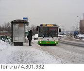 Купить «Рейсовый автобус № 257, Курганская улица, район Гольяново, Москва», эксклюзивное фото № 4301932, снято 16 января 2013 г. (c) lana1501 / Фотобанк Лори