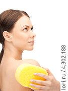 Купить «Привлекательная девушка принимает душ с желтой губкой в руках», фото № 4302188, снято 16 сентября 2019 г. (c) Syda Productions / Фотобанк Лори