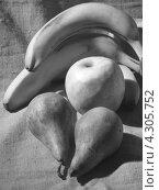 Натюрморт с фруктами.Чёрно-белый. Стоковое фото, фотограф Елена Алексеева / Фотобанк Лори