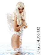 Купить «Юная девушка в образе белого ангела с крыльями», фото № 4306132, снято 14 августа 2006 г. (c) Syda Productions / Фотобанк Лори
