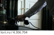 Купить «Старинный черный телефон на столе. Мужчина набирает номер», видеоролик № 4306704, снято 19 февраля 2013 г. (c) Mikhail Erguine / Фотобанк Лори