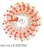 Купить «Пятитысячные купюры, выложенные кругом. В центре циферблат. Время - деньги», эксклюзивное фото № 4310552, снято 17 декабря 2011 г. (c) Юрий Морозов / Фотобанк Лори