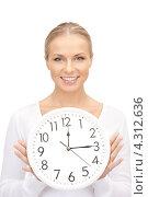 Купить «Привлекательная женщина держит в руках белые часы», фото № 4312636, снято 17 августа 2019 г. (c) Syda Productions / Фотобанк Лори