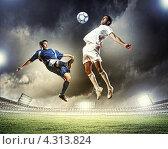 Купить «Опасный момент. Два футболиста отбирают друг у друга мяч на стадионе в свете прожекторов», фото № 4313824, снято 25 июня 2019 г. (c) Sergey Nivens / Фотобанк Лори