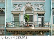 Купить «Балкон с грифонами. Доходный дом на Кирочной 27. Санкт-Петербург», эксклюзивное фото № 4325012, снято 20 августа 2009 г. (c) Александр Щепин / Фотобанк Лори