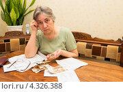Купить «Как заплатить за квартиру с пенсии?», фото № 4326388, снято 21 февраля 2013 г. (c) Марина Славина / Фотобанк Лори