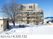 Купить «Строительство нового дома», эксклюзивное фото № 4329132, снято 24 февраля 2013 г. (c) Елена Коромыслова / Фотобанк Лори