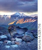 Высокие горы во время заката. Стоковое фото, фотограф Евгений Валерьевич / Фотобанк Лори