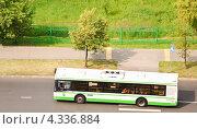 Купить «Городской автобус», эксклюзивное фото № 4336884, снято 5 июля 2012 г. (c) Алёшина Оксана / Фотобанк Лори