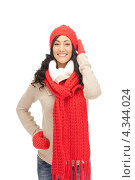 Купить «Очаровательная счастливая девушка в красных рукавицах и шарфе улыбается на белом фоне», фото № 4344024, снято 26 сентября 2018 г. (c) Syda Productions / Фотобанк Лори