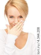 Купить «Очаровательная женщина смеется, прикрывая рот ладошкой», фото № 4344208, снято 12 февраля 2011 г. (c) Syda Productions / Фотобанк Лори