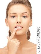 Купить «Счастливая девушка с указательным пальцем у губ», фото № 4348080, снято 28 августа 2011 г. (c) Syda Productions / Фотобанк Лори