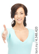 Купить «Привлекательная молодая женщина с раскрытой для рукопожатия ладонью», фото № 4348420, снято 16 октября 2011 г. (c) Syda Productions / Фотобанк Лори