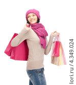 Купить «Красивая девушка на белом фоне держит в руках бумажные пакеты с покупками», фото № 4349024, снято 22 октября 2011 г. (c) Syda Productions / Фотобанк Лори