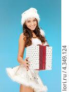 Купить «Счастливая девушка в шапке Санты-Клауса с новогодним подарком в руках», фото № 4349124, снято 17 июня 2019 г. (c) Syda Productions / Фотобанк Лори