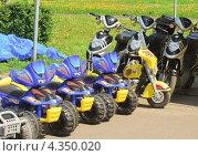 Купить «Прокат электромотоциклов на ВВЦ (ВДНХ)», эксклюзивное фото № 4350020, снято 17 мая 2012 г. (c) Алёшина Оксана / Фотобанк Лори