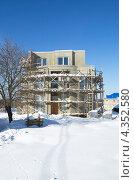 Купить «Строительство нового дома», эксклюзивное фото № 4352580, снято 24 февраля 2013 г. (c) Елена Коромыслова / Фотобанк Лори