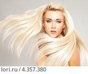 Купить «Портрет красивой блондинки с длинными развевающимися волосами», фото № 4357380, снято 30 января 2013 г. (c) Валуа Виталий / Фотобанк Лори