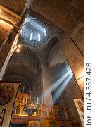 Купить «Спасо-Андроников монастырь. Спасский собор, внутренний интерьер», фото № 4357428, снято 3 апреля 2010 г. (c) Горшков Игорь / Фотобанк Лори