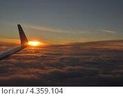 Закат из окна самолета. Стоковое фото, фотограф Алексей Меньшиков / Фотобанк Лори