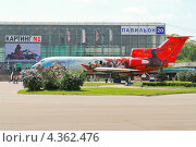 Купить «Самолет ЯК-42 на ВВЦ», эксклюзивное фото № 4362476, снято 17 мая 2012 г. (c) Алёшина Оксана / Фотобанк Лори