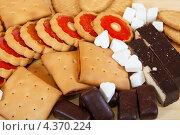 Купить «Различные сладости. Фабричное печенье и конфеты», фото № 4370224, снято 28 ноября 2010 г. (c) Яков Филимонов / Фотобанк Лори