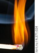 Купить «Горящая спичка», фото № 4371024, снято 19 февраля 2020 г. (c) М / Фотобанк Лори