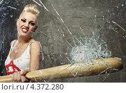 Купить «Агрессивная девушка панк бьёт битой в стекло», фото № 4372280, снято 22 мая 2011 г. (c) Andrejs Pidjass / Фотобанк Лори
