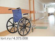 Купить «Инвалидная коляска в коридоре больницы», фото № 4373008, снято 6 марта 2013 г. (c) Дмитрий Калиновский / Фотобанк Лори