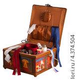 Шкатулка со швейными принадлежностями. Стоковое фото, фотограф Andrey Politov / Фотобанк Лори