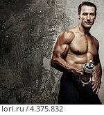Купить «Мускулистый мужчина с голым торсом держит гантель», фото № 4375832, снято 31 июля 2011 г. (c) Andrejs Pidjass / Фотобанк Лори