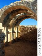 Развалины древних арок в городе Авдат в Израиле (2012 год). Стоковое фото, фотограф Светлана Першенкова / Фотобанк Лори