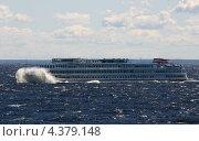 Пассажирский теплоход (2006 год). Редакционное фото, фотограф Илья Быков / Фотобанк Лори
