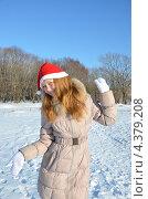 Радостная девочка в белых рукавицах. Стоковое фото, фотограф Диана Линевская / Фотобанк Лори