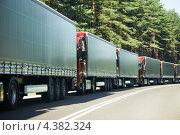 Купить «Грузовики в пробке», фото № 4382324, снято 23 июля 2012 г. (c) Дмитрий Калиновский / Фотобанк Лори