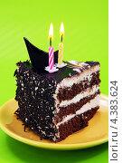 Кусок шоколадного торта с двумя свечами. Стоковое фото, фотограф CHERKAUSKAS VIKTOR / Фотобанк Лори