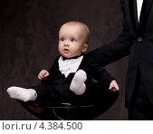 Маленький мальчик в смокинге сидит в кресле. Стоковое фото, фотограф Andrejs Pidjass / Фотобанк Лори