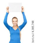 Купить «Молодая женщина улыбается и держит в руках лист бумаги», фото № 4385748, снято 8 мая 2010 г. (c) Syda Productions / Фотобанк Лори